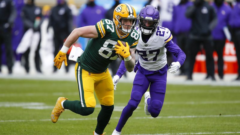 Green Bay Packers' Jace Sternberger catches a pass in front of Minnesota Vikings' Cameron...