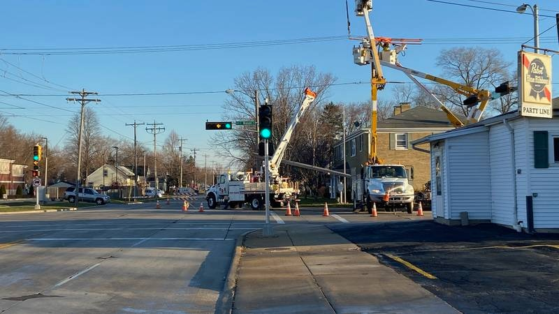 11/29/20 early morning crash closes intersection at Bellevue and Mason St.