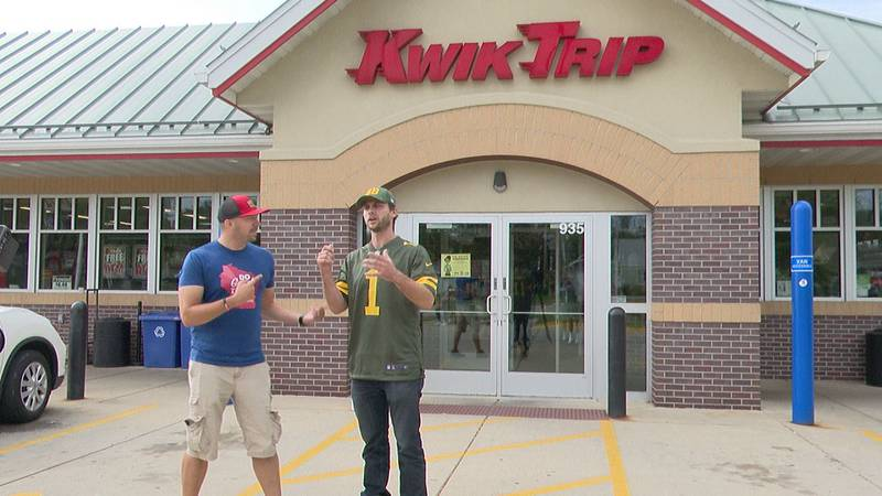 Charlie Berens & Do Good WI Tour hands out gift cards at Kwik Trip