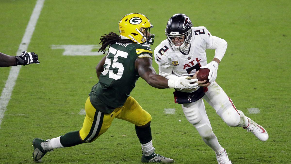 Atlanta Falcons quarterback Matt Ryan (2) is sacked by Green Bay Packers' Za'Darius Smith (55)...