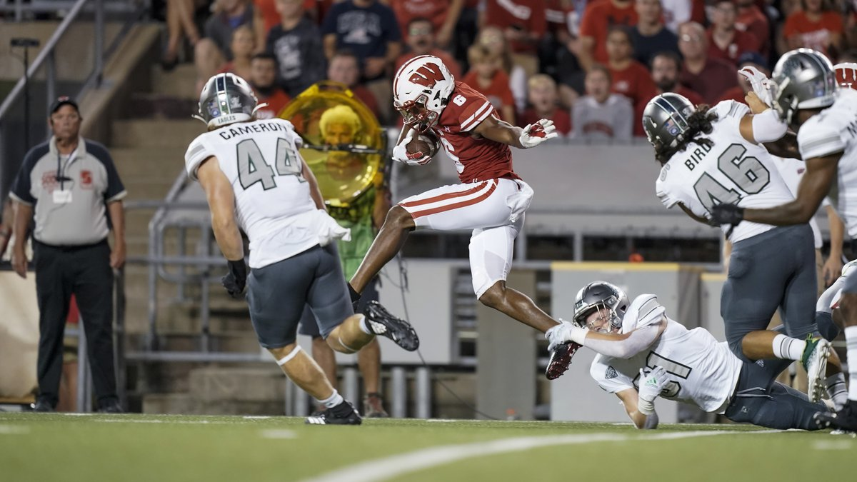 Wisconsin running back Chez Mellusi (6) against Eastern Michigan during the first half of an...