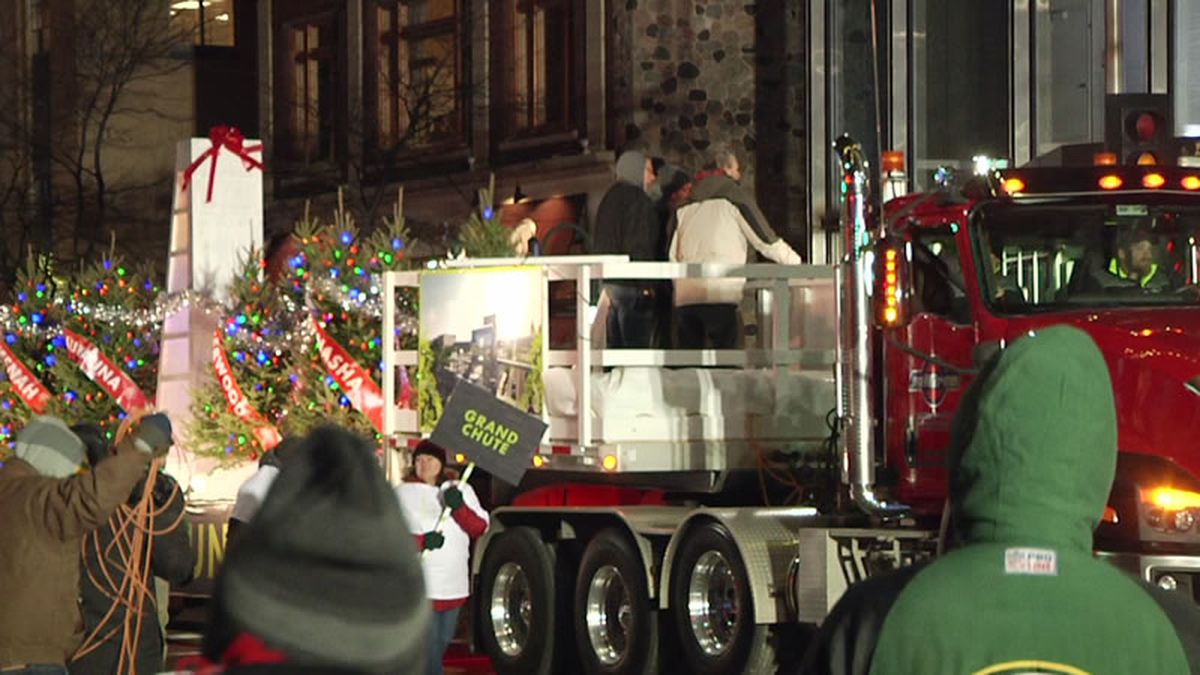 Appleton Christmas parade (WBAY photo)