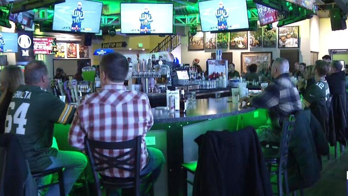Packers fans watch the NFC Championship at Stadium View. Jan. 19, 2020 (WBAY Photo)