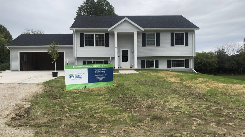 Greater Fox Cities Area Habitat for Humanity builds its first home in New Holstein.