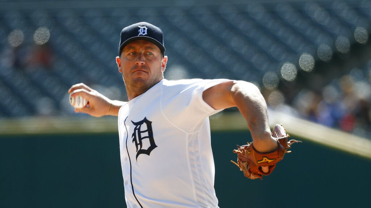 Detroit Tigers pitcher Jordan Zimmermann throws against the Minnesota Twins in the first inning...
