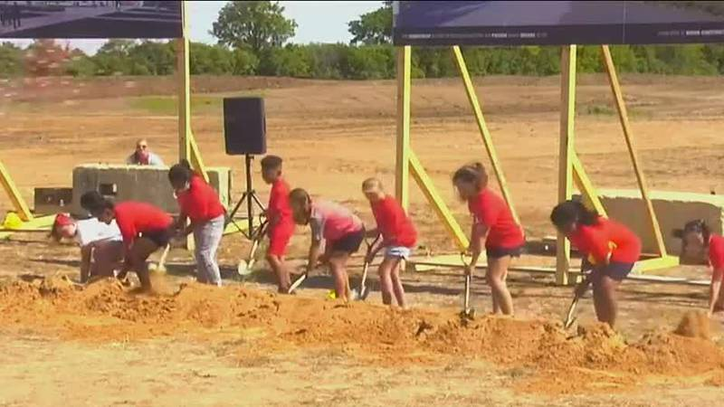 Kids help break ground on new Neenah high school