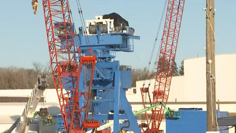 Construction of the crane in the Port of Manitowoc.