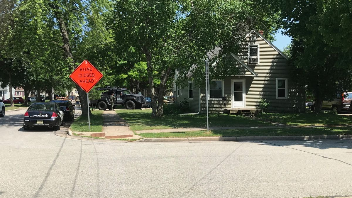 Active incident in Appleton. (WBAY Photo)