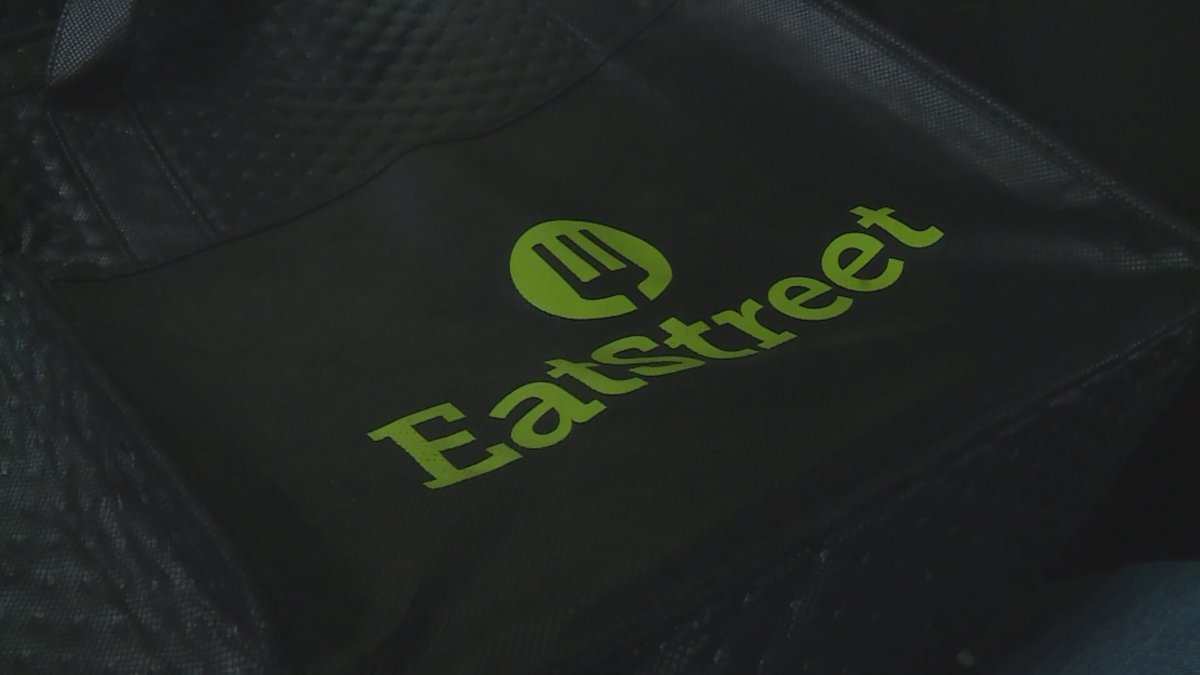 An EatStreet delivery bag. (WSAW)