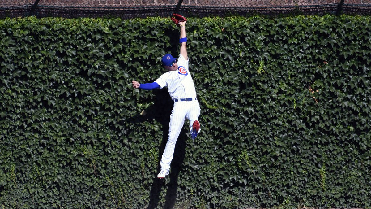 Chicago Cubs center fielder Albert Almora Jr. (5) makes a catch against Milwaukee Brewers'...