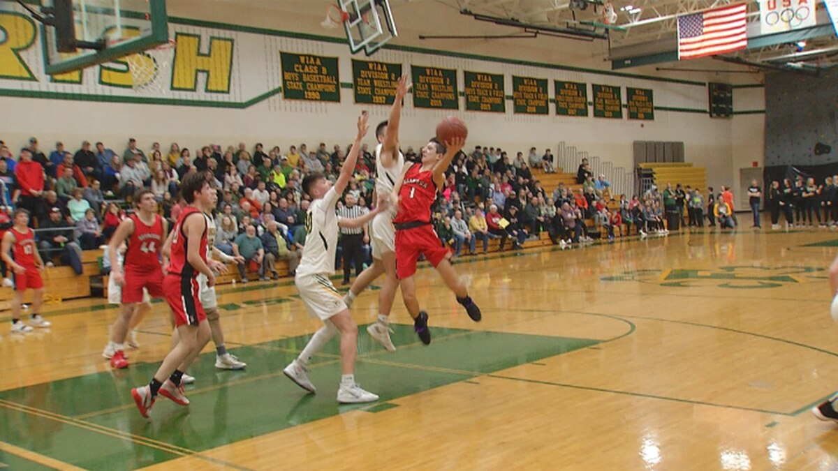 Seymour senior guard Mason Dorn scores against two Freedom Irish defenders in a 65-60 win on Monday night.