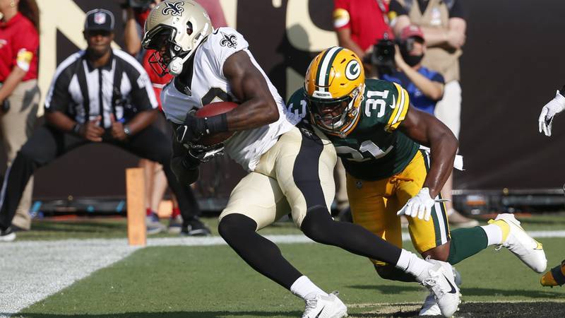 New Orleans Saints tight end Juwan Johnson, left, makes a touchdown reception in front of Green...