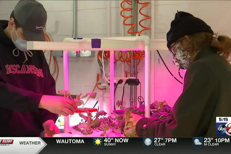 Students getting hands-on learning at Fox Valley Technical College