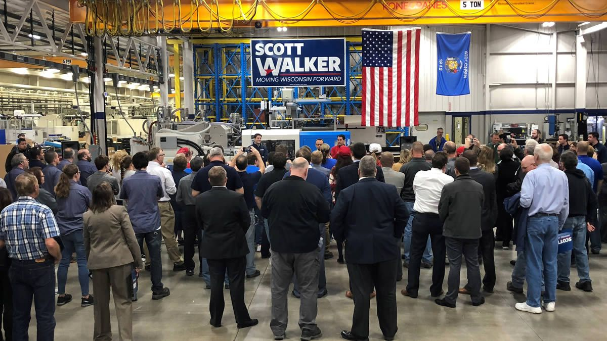 Scott Walker campaign event in Manitowoc on November 1, 2018 (WBAY photo)