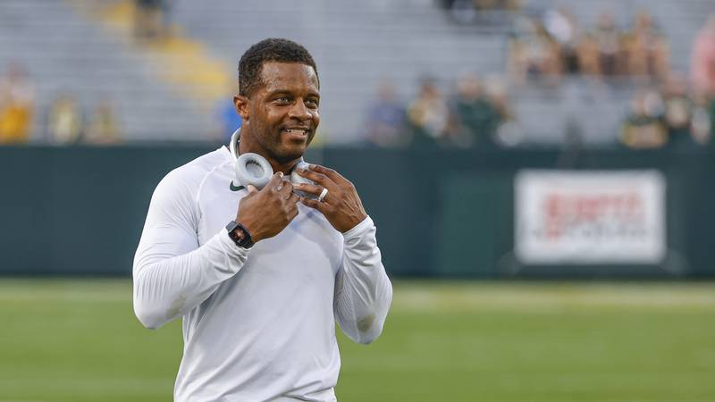 Green Bay Packers wide receiver Randall Cobb (18) smiles as he warms up prior to an NFL...