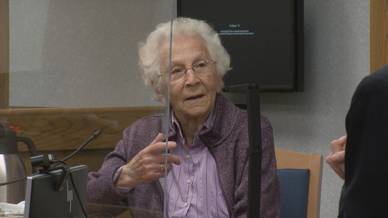 Margaret Juedes, 102, is called as first witness in trial of Cindy Schulz Juedes,