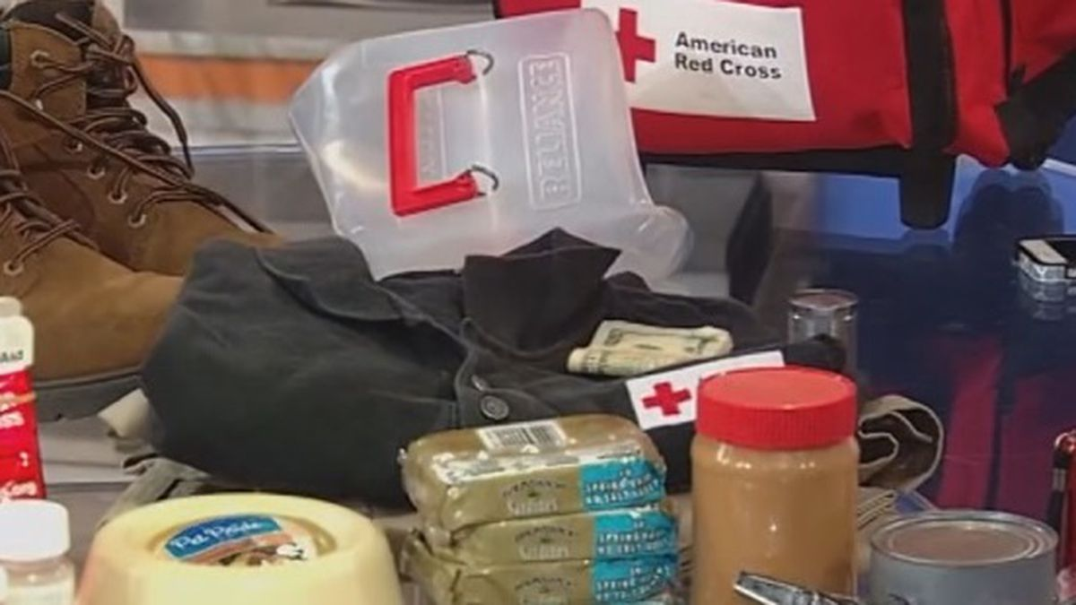 Examples of items to have in an emergency disaster kit